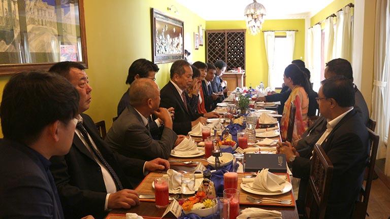 महासंघका पदाधिकारीहरू र जापानी उद्यमी व्यवसायीहरू बीच व्यावसायिक भेटवार्ता (२०७४/४/१२)