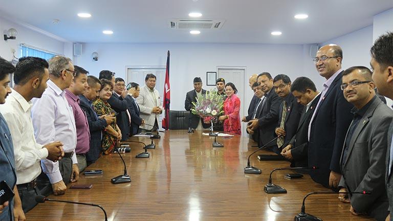 प्रधानमन्त्री देउवा समक्ष महासंघको प्रतिनिधिमण्डलद्वारा भेटघाट (२०७४/०३/८)